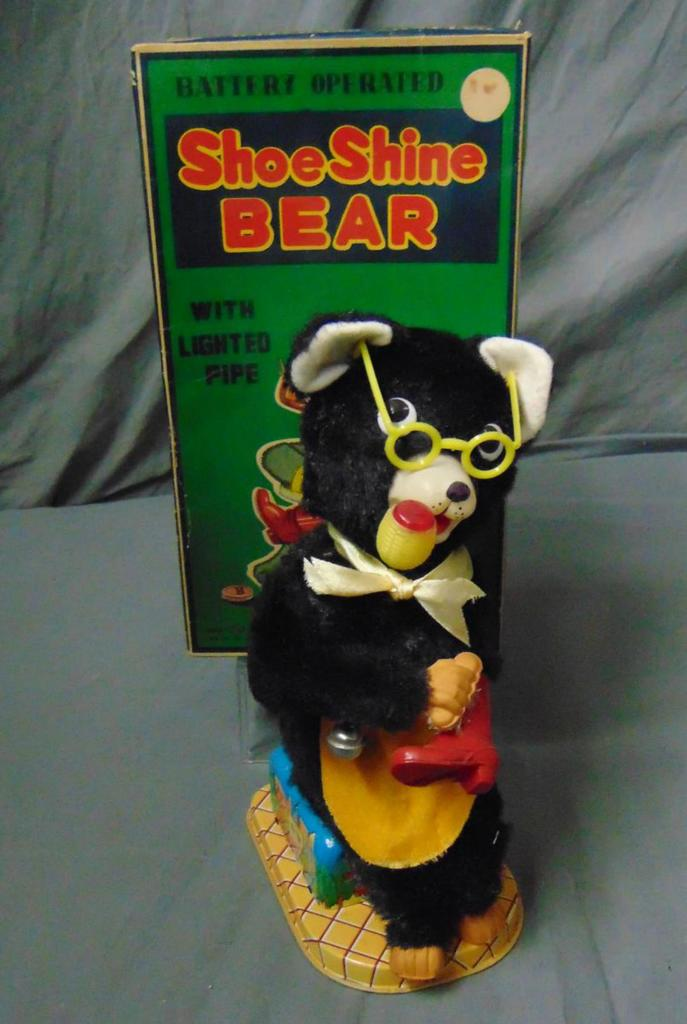Battery Operated Shoe Shine Bear Boxed.