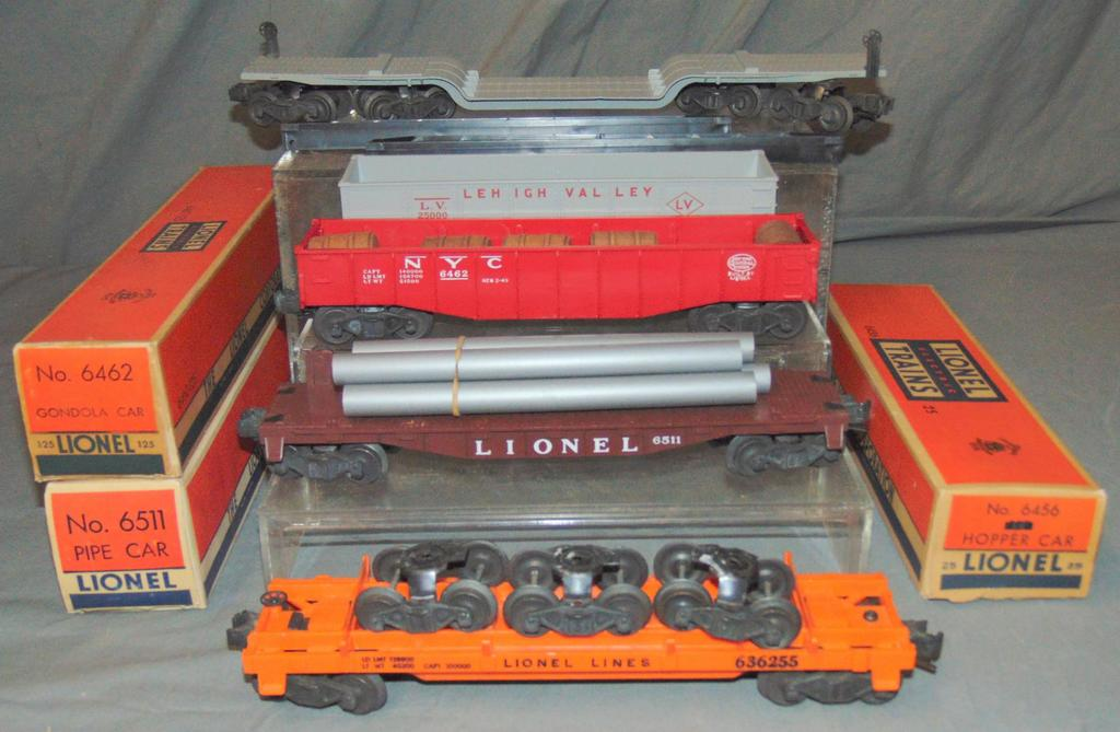 5 NMINT Lionel Freight Cars