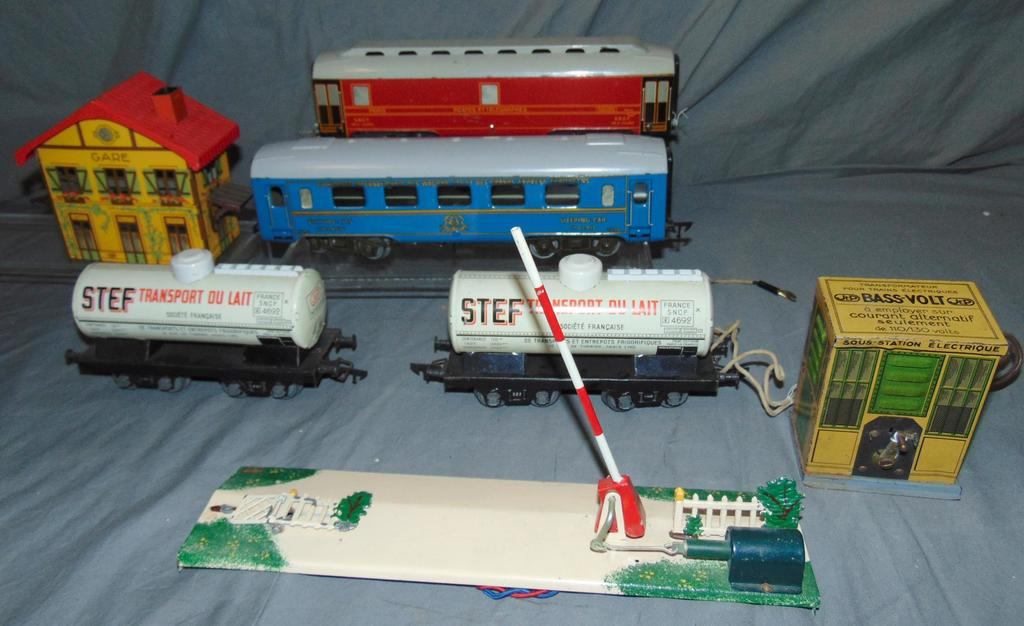 7Pc JEP Train & Accessory Lot