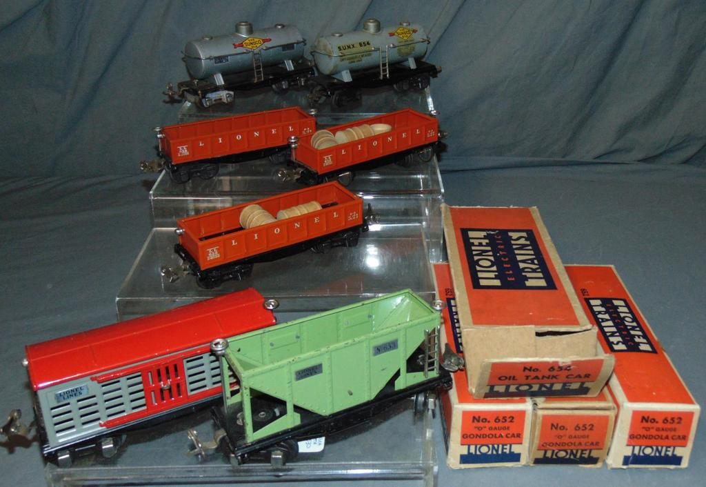 7 Lionel Freight Cars, 4 Boxed