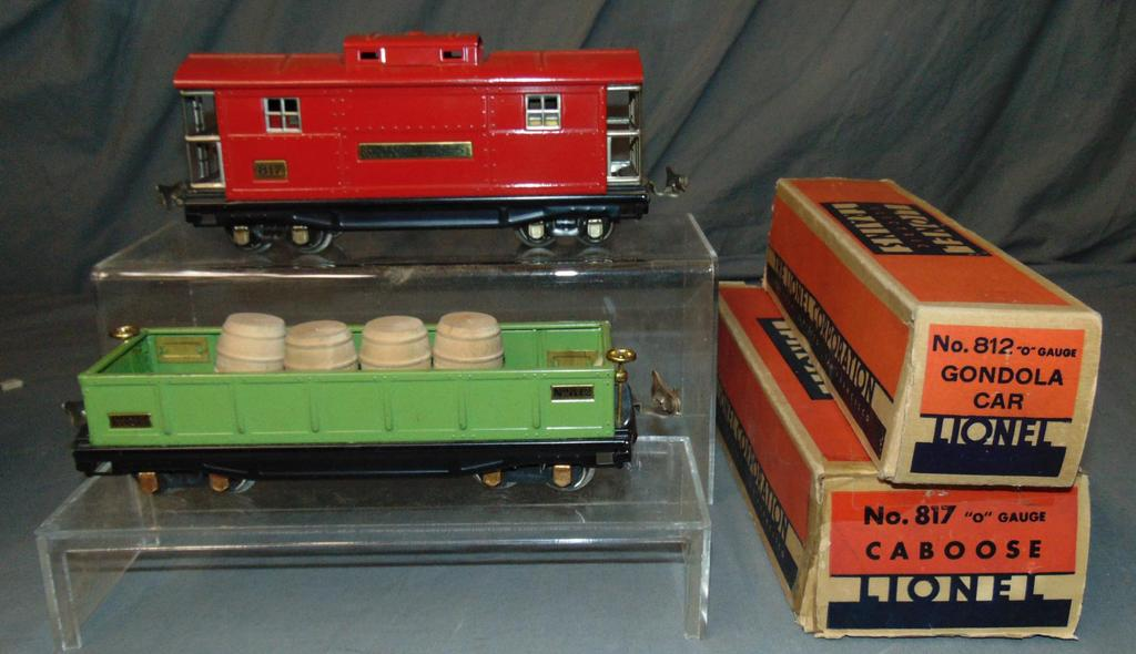2 Scarce Boxed Lionel 800 Series Freight Cars