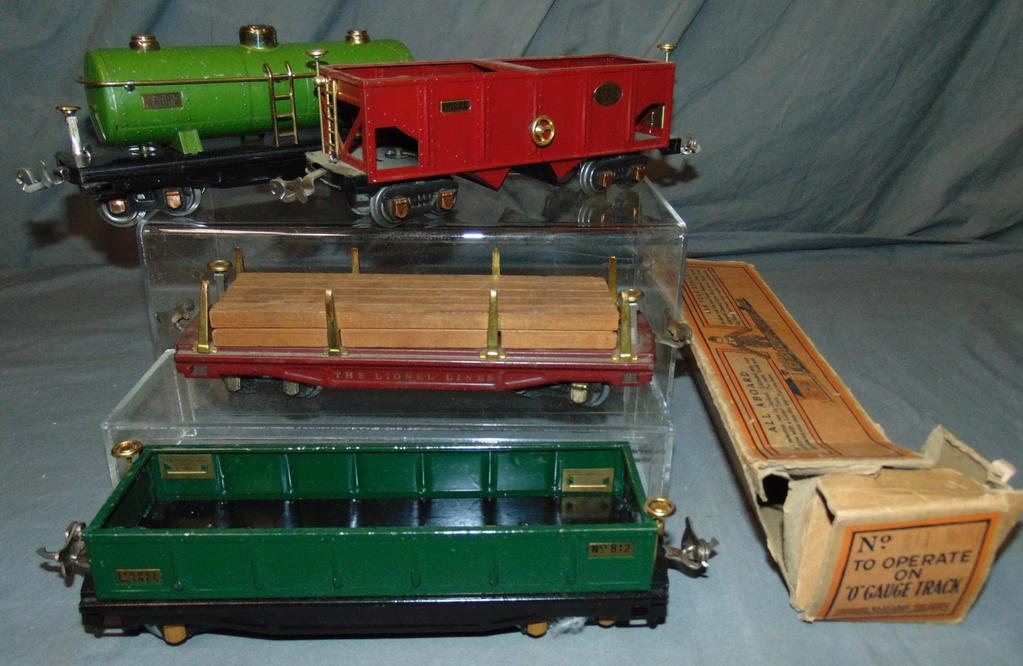 4 Early Lionel 800 Series Freight Cars