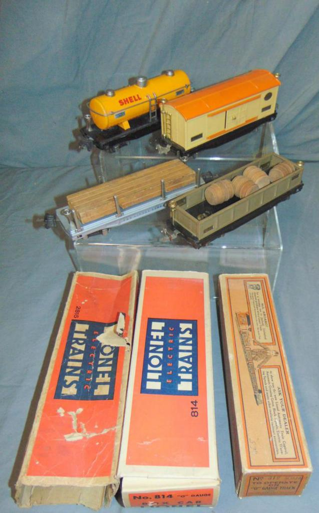 4 Nice Lionel Freight Cars, Some Boxes