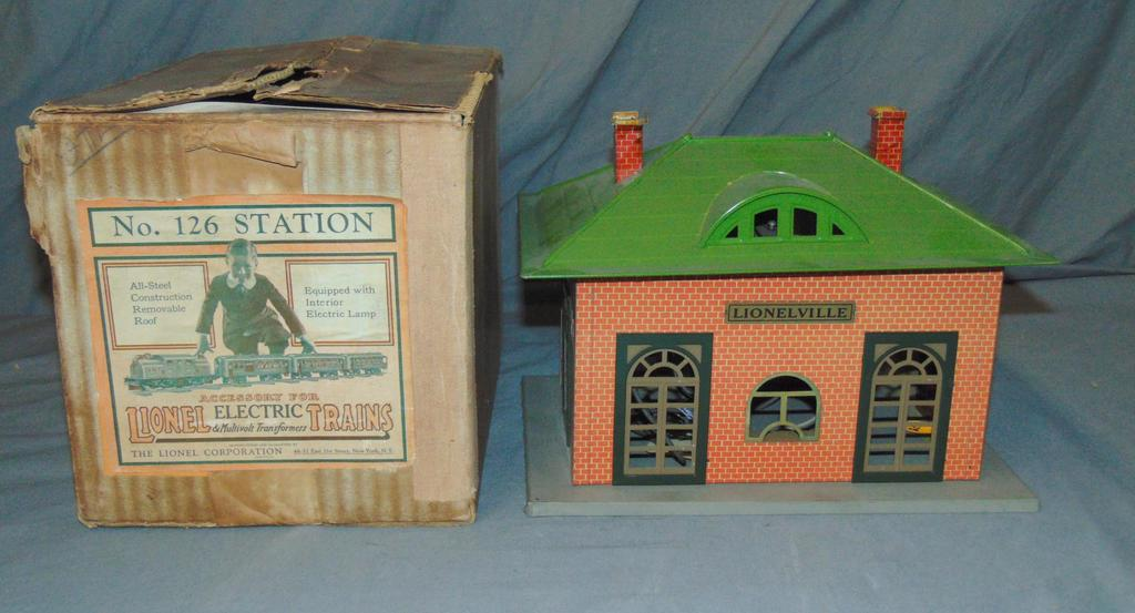 Super Boxed Early Lionel 126 Station