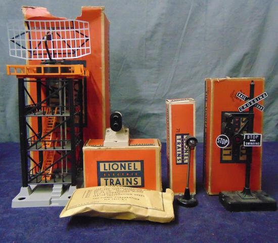 4 Nice Boxed Lionel Accessories