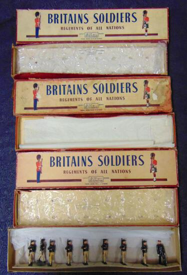 Britains #169 Italian Bersagliere. (9) Pieces.