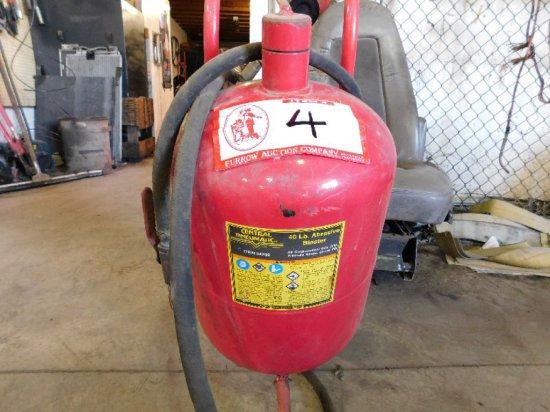 Central Pneumatic 40LB Abrasive/Sand Blaster