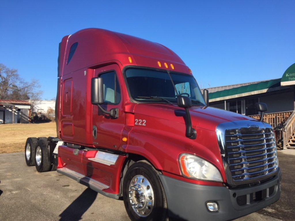 2012 Freightliner  Cascadia, Detroit DD15, 10sp, Double Bunk, Refrigerator,