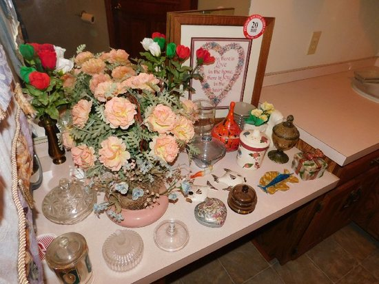 Remaining Contents of Bathroom, Misc Décor Items, Jars, Figurines, Vases, F