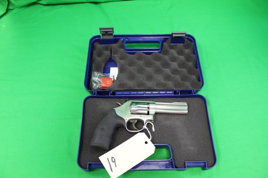 Smith & Wesson Model 617-6 .22 Revolver, Stainless, Composite, s/n CTZ3042