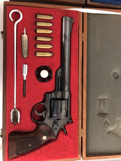 Smith & Wesson 29-2 Revolver .44 Magnum s/n N147752 w/ Wooden Case and Accessories