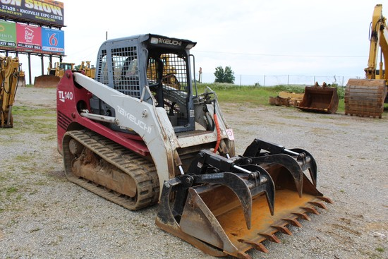 Takeuchi TL-140 Rubber Track Loader, Grapple Bucket w/ Tooth Bucket, 3957 H