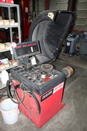Hunter DSP 9000 Computer Spin Tire Balancer