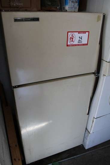 General Electric No Frost Refrigerator/Freezer