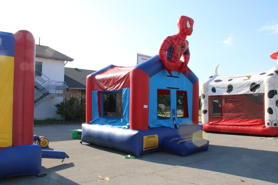 Spiderman Bounce House 4 Stakes w/ Blower