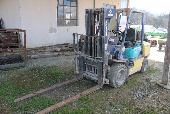 "Komatsu Model FG30HT-12 Forklift, LP Gas/Gas, 5500lb, 168"" Lift, Pneumatic"