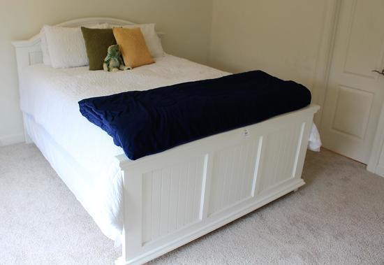 Queen Bed & Linens