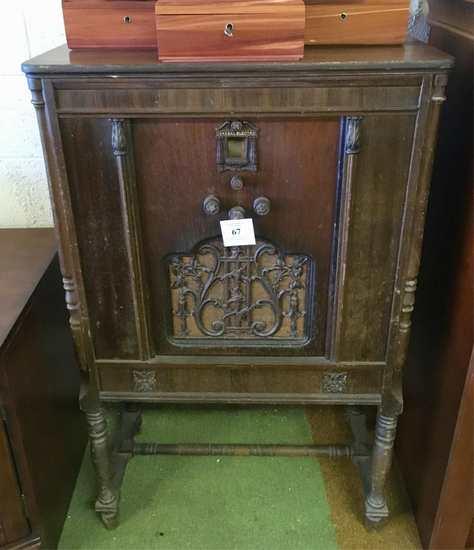 Vintage General Electric Cabinet Radio