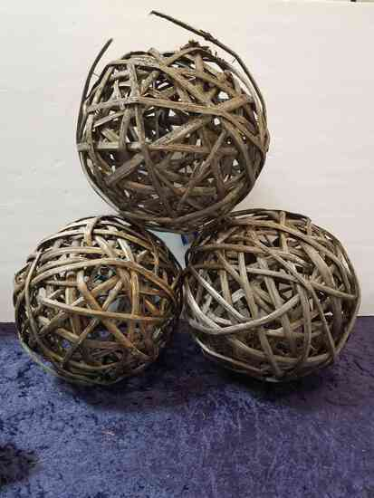 SET OF 3 WICKER BALLS