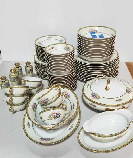 SET OF 94 PIECES OF FIELD (NORITAKE) CHINA