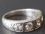 18KT GOLD & DIAMOND RING