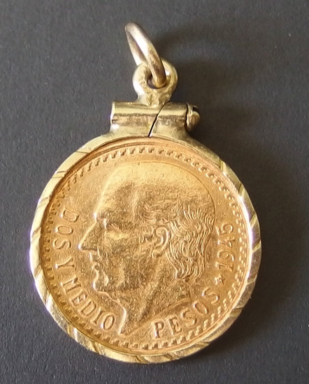 1945 2.50 PESO MEXICAN GOLD COIN W/GOLD MOUNT