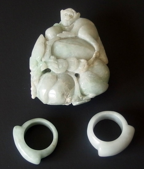 GROUP OF CARVED CHINESE JADE