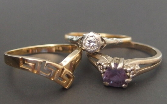 ANTIQUE & VINTAGE GOLD RINGS (3)