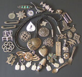 VINTAGE JEWELRY PINS & PENDANT COLLECTION