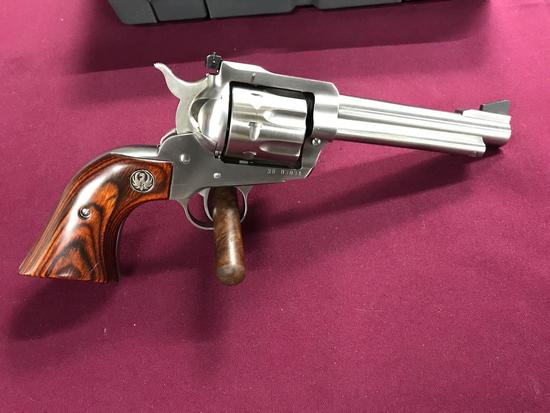 Ruger Blackhawk 327 magnum 8 Shot revolver 5.5in Barrel