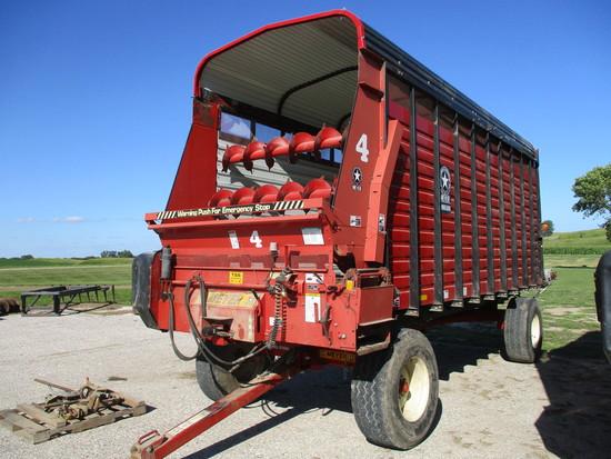 2005 Meyer TSS 4220, 20 ft. front & rear unload chopper box w/Meyer X1604 heavy duty running gear