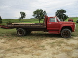 1974 Ford F600 truck w/16 ft. flat bed, runs & drives leaks gas out of carb