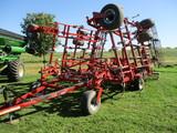 Wil Rich QX2, 34 ft. field cult. hyd wings, walking tandems, gauge wheels, rolling basket, 3 bar