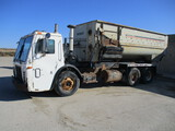 2000 Mack LE613 tandem truck w/Kuhn Knight 3070 SDL commercial TMR, scale, cab controls, new liner