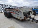 New Idea 3639 manure spreader, tandem axle, hyd end gate