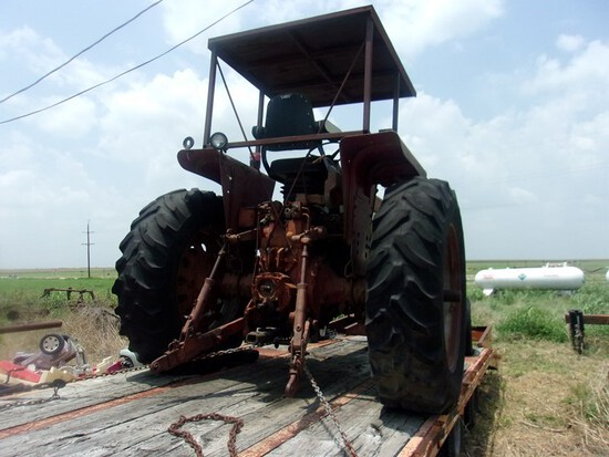 IH Model 856 Salvage Tractor