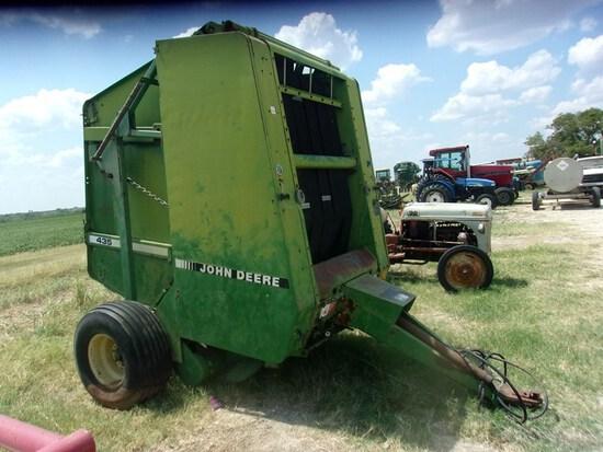 John Deere 435 Hay Baler