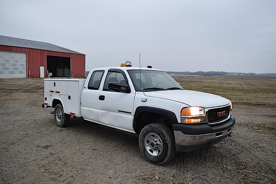 3032 - GMC 2500HD SERVICE TRUCK