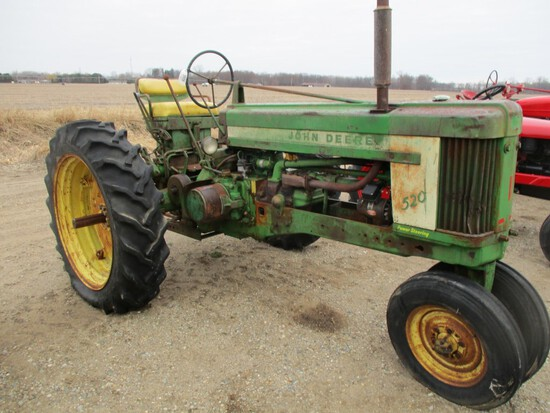 3039-JD 520 TRACTOR