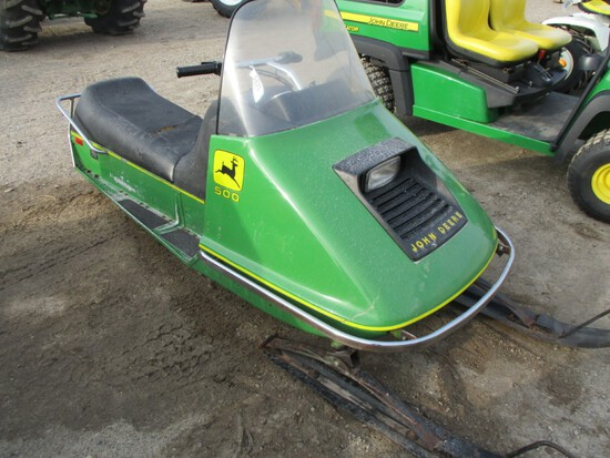 5825-JD 500 SNOW MOBILE
