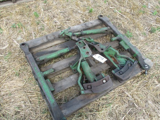 JD 3PT HITCH SMALL EARS 520-630