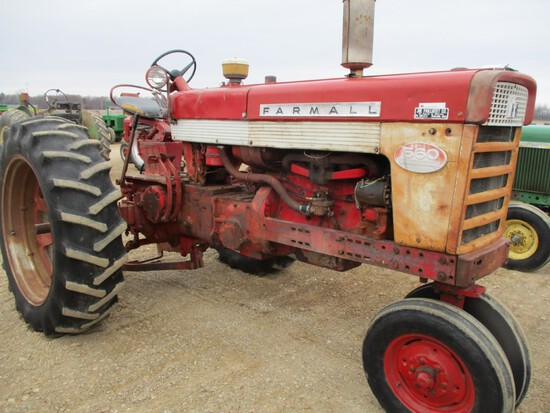 4452-IH 560 TRACTOR