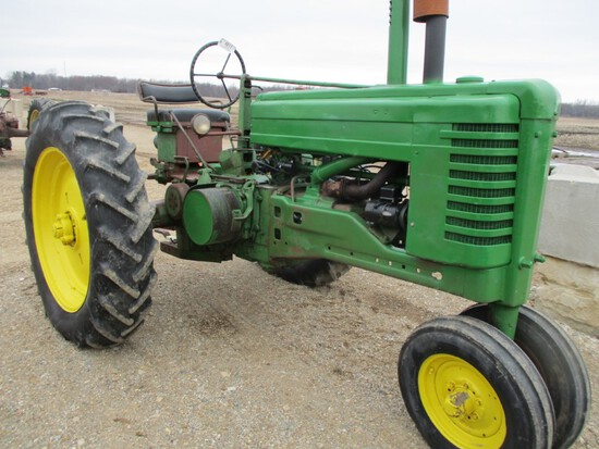 4611-JD A TRACTOR