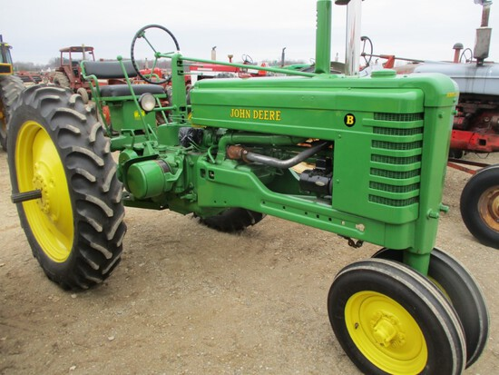 4923-JD B TRACTOR
