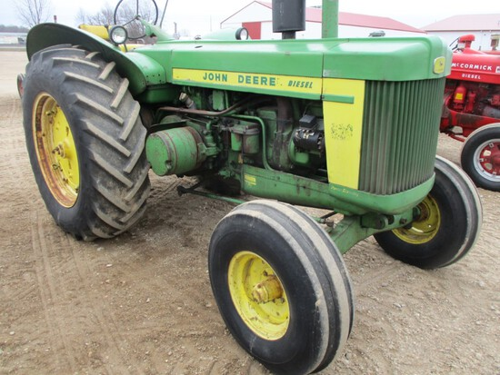 94415-JD 820 TRACTOR