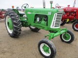 5841-OLIVER 880 TRACTOR