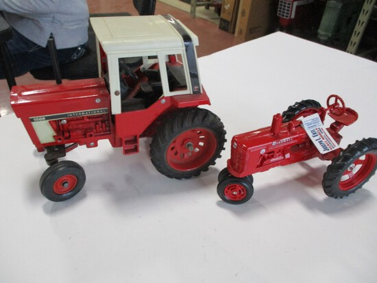 4635-ORIGINAL IH 1586, NEW IH SUPER H, 1/16TH SCALE