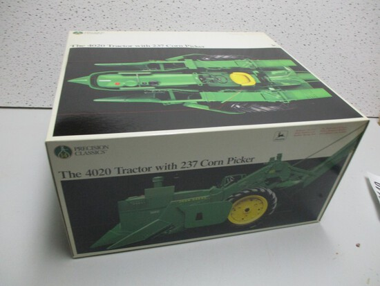 JD 4020 W/MOUNTED 237 PICKER (NIB)