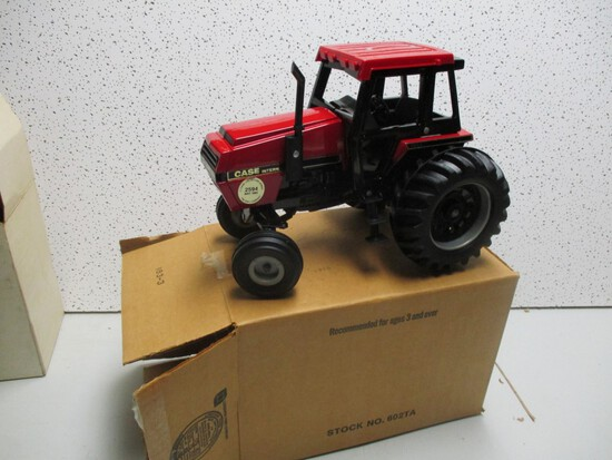 IH 2594, 1985 IH COLLECTOR SERIES TRACTOR (NIB)