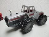 WHITE 4-270 4WD 1/16 SCALE 1984 LOUISVILLE FARM MACHINERY SHOW